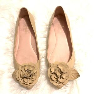 Kate spade patent leather flat shoes with flower